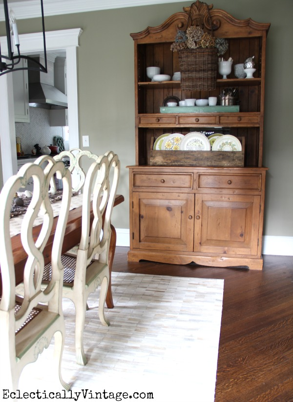 Fall-Decor-Dining-Room-Hutch